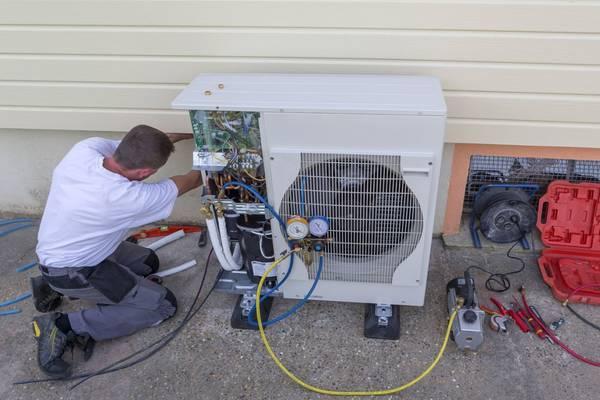 un installateur de pompe à chaleur